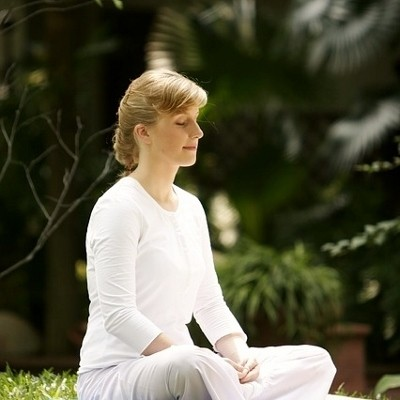 woman-meditating-outdoors-400x400-400x400